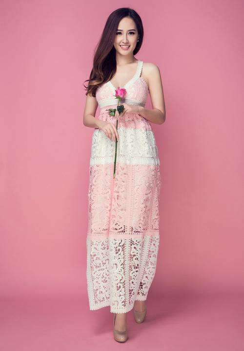 Mai Phương Thúy khoe vòng 1 tuyệt đẹp với váy ren - 4