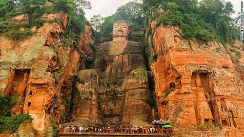 Choáng ngợp với 10 bức tượng hùng vĩ nhất thế giới - 1