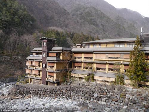 Khám phá bên trong khách sạn lâu đời nhất thế giới ở Nhật Bản - 1