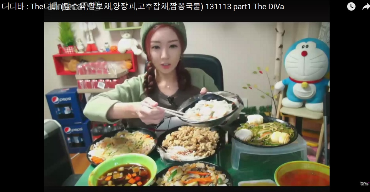 Cô gái kiếm 200 triệu/tháng nhờ quay clip ăn ngon - 1