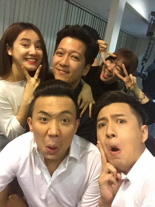 Facebook sao 7/3: Trường Giang, Trấn Thành đưa bạn gái đi chơi - 1