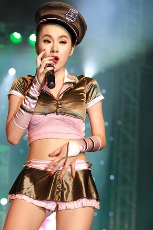 """Angela Phương Trinh: """"Tôi không đua đòi hàng hiệu"""" - 1"""