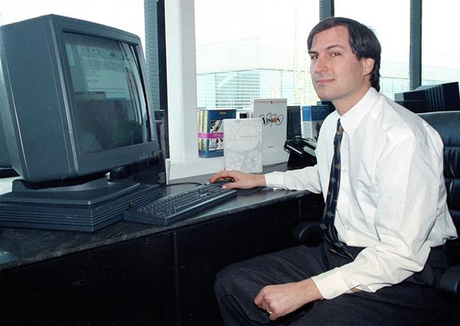 NeXT lúc này đã có chỗ đứng trong phân khúc máy tính đồ họa chuyên sâu với màn hình tiên tiến dành cho các trường đại học và ngân hàng. Apple hy vọng Jobs sẽ khôi phục sản xuất Mac, thời điểm này có lúc cổ phiếu của hãng đã đi xuống thấp nhất trong vòng 12 năm dưới sự lãnh đạo của Amelio và mất uy tín trầm trọng.