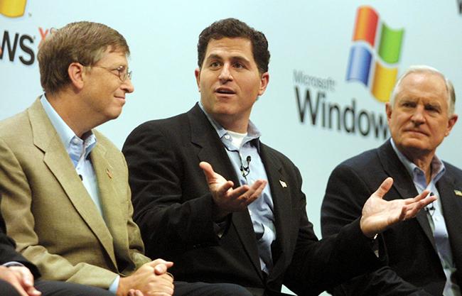 Cũng trong năm 1998, Jobs đã thuêTim Cookđể phụ trách các hoạt động trên toàn thế giới của Apple. Hiện, Tim Cook đang giữ chức Giám đốc điều hành Apple.