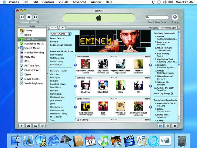 Năm 2003, Apple đã mở cửa hàngiTunes Music Storevới mô hình định giá mới lạ - mỗi bài hát giá 0,99 USD, để biến iPod thành một trung tâm đa phương tiện truyền thông kỹ thuật số. Cùng thời gian đó, cả iTunes và iPod hỗ trợ người dùng Windows, đó là bước nhảy vọt máy nghe nhạc của Apple.