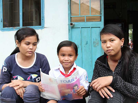 3 chị em Raglai mồ côi nuôi nhau - 1