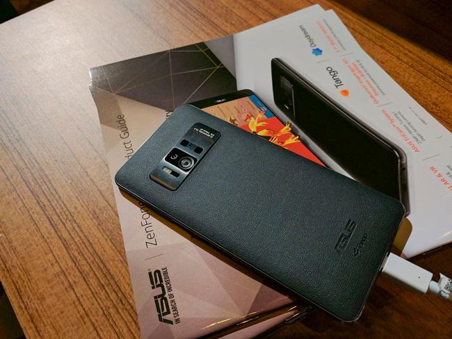 Tại sự kiện Triển lãm điện tử tiêu dùng Consumer Electronics Show 2017 (CES) vừa chính thức khai màn cách đây ít giờ, nhà sản xuất Đài Loan Asus đã trình làng hai mẫu điện thoại thông minh mới là Zenfone 3 Zoom, Zenfone AR.