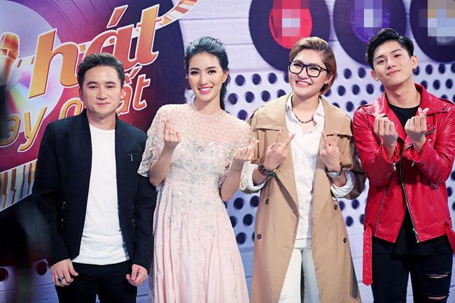 """""""Sing my song""""- game show phát sóng vào khung giờ vàng chủ nhật hàng tuần- không chỉ tạo ra sức hút bởi dàn thí sinh tài năng mà còn bởi sự xuất hiện của nữ MC xinh đẹp - Phạm Mỹ Linh (sinh năm 1991)."""