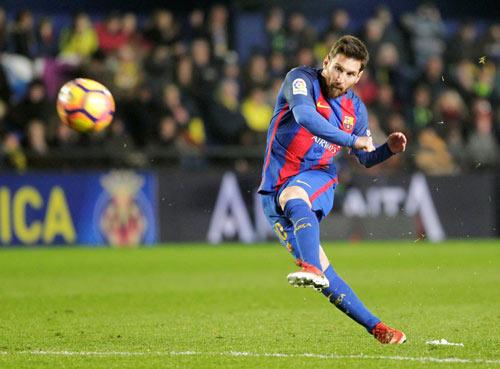 Messi đá phạt: Chưa phải số 1 vì SAO Juventus - 1