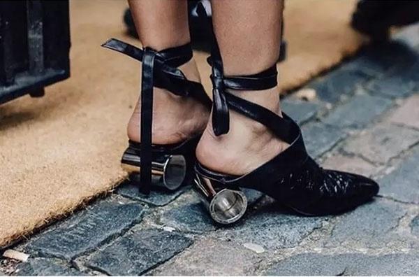 Đến giày cũng phải gợi cảm thế này! - 3