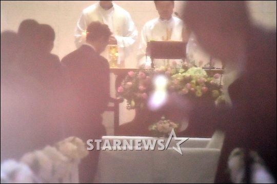 Những hình ảnh đầu tiên trong đám cưới của Bi Rain - 1