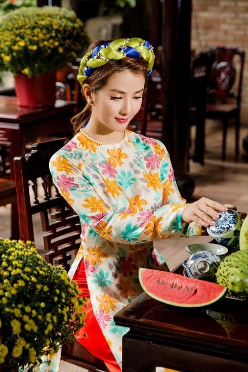 Hot girl Linh Napie được mời làm người mẫu ảnh cho nhiều nhãn hàng thời trang