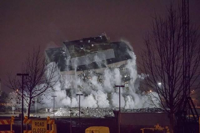 Video: Tòa nhà 10 tầng ở Mỹ hóa gạch vụn trong 5 giây - 1