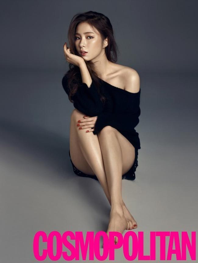 Shin Se Kyung sinh năm 1990, là mỹ nhân 9X nổi bật trong showbiz Hàn vì những vai diễn táo bạo.