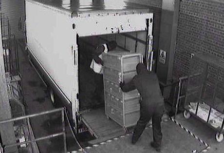 Nước Anh rúng động với vụ cướp tiền mặt lịch sử - 1