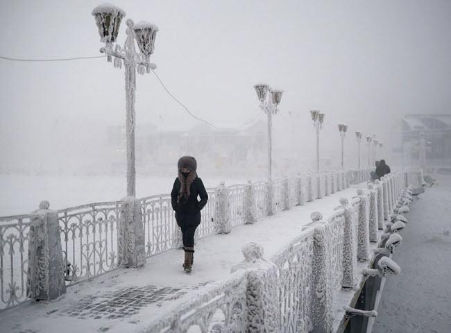 Với nhiệt độ thấp nhất -71,2 độ C đo được vào năm 1924 và nhiệt độ trung bình vào tháng 1 dưới -50 độ C, ngôi làng Oymyakon ở Nga là khu dân cư lạnh nhất trên Trái đất.