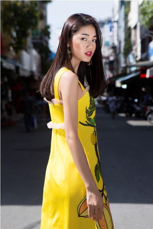 Á hậu Thanh Tú buông lơi váy áo du xuân Sài thành - 1