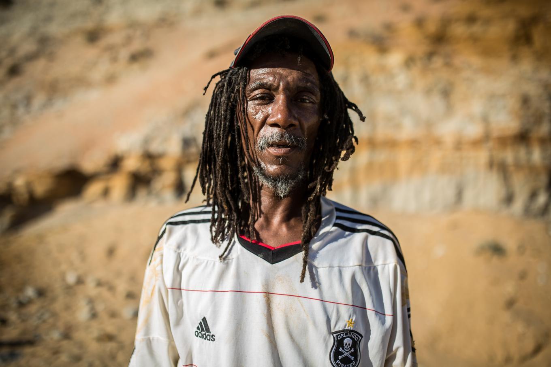 Cuộc sống của phu mỏ bất hợp pháp tại châu Phi - 1