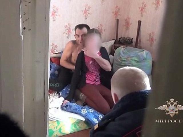 Video đặc nhiệm Nga giải cứu bé gái bị dùng dao uy hiếp
