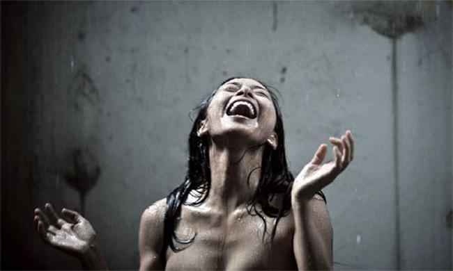 Kiều nữ Việt từng sẵn sàng đóng cảnh khỏa thân tắm mưa trên màn ảnh không ai khác chính là Ngô Thanh Vân. Từ một đả nữ, Ngô Thanh Vân tự tin phá cách trong nhiều vai diễn đa dạng. Cô có vai ấn tượng trong phim Ngôi nhà trong hẻm.