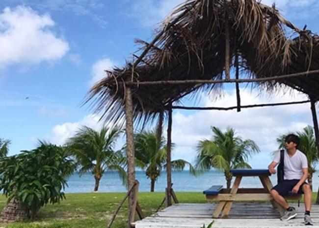 Hồ Quang Hiếu cũng chia sẻ những hình ảnh nghỉ dưỡng tại Mỹ cùng địa điểm vớiBảo Anh.