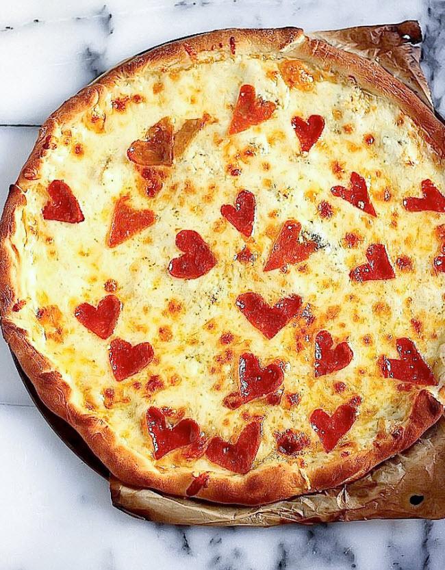 Bánh pizza xúc xích.
