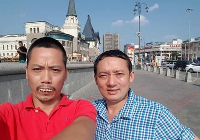 Nhiều năm qua, những nhân vật răng vẩu, nói ngọng tràn ngập các tiểu phẩm, đĩahài sản xuất, phát hành tạimiền Bắc. Trong ảnh là diễn viên Chiến Thắng và Bình Trọng với tạo hình răng vẩu khi cả hai sang lưu diễn tại Nga.