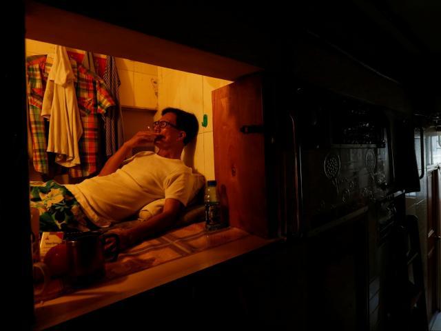 """Hồng Kông: Hàng trăm nghìn dân sống trong """"nhà quan tài"""""""