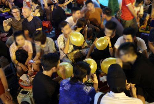Bí thư Hà Nội: Xem xét cấm kinh doanh bóng cười - 1
