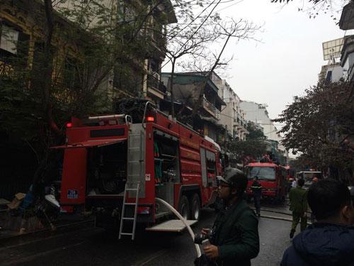 Cháy lớn ở phố cổ Hà Nội, một người tử vong - 1