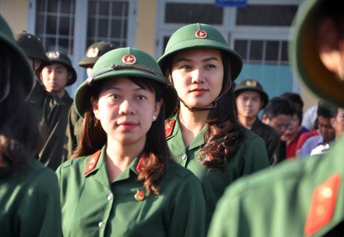 Giữa nghìn quân, 5 cô gái Sài Gòn tươi tắn lên đường nhập ngũ - 1