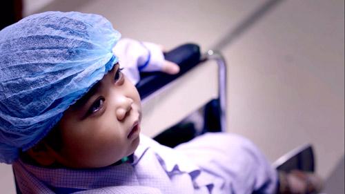 MC Phan Anh tiếp tục quay clip về sức khỏe ung thư - 1