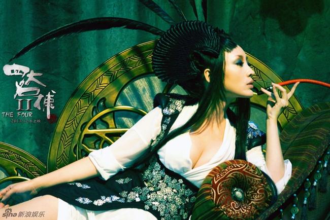 Nhờ thân hình nóng bỏng, nữ diễn viên 8X thường được giao những vai diễn diện trang phục gợi cảm. Dù là cổ trang hay hiện đại, Liễu Nham đều gây được sự chú ý với khán giả.