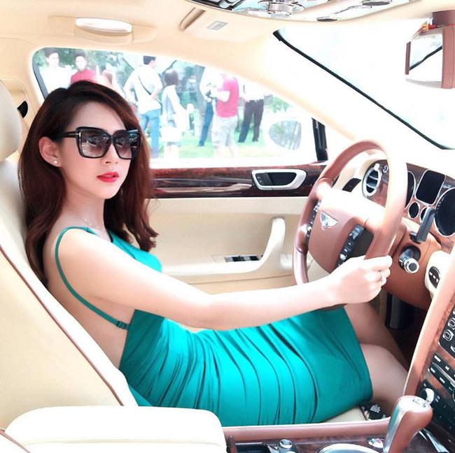 Cô nànglà hot girl khá nổi trong giới trẻ với hơn 200.000 lượt theo dõi trên Facebook cá nhân.