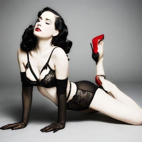 Phong cách sexy của vũ nữ thoát y khiến Beckham mê mệt - 1