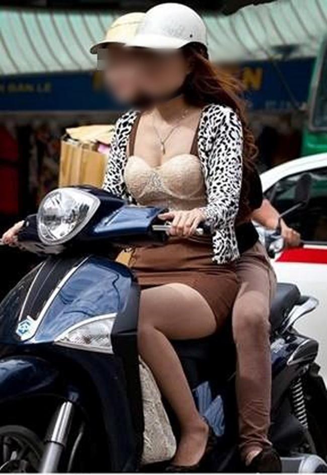 Cô gái này khiến nhiều chàng trai ra phố phải ngượng ngùng.