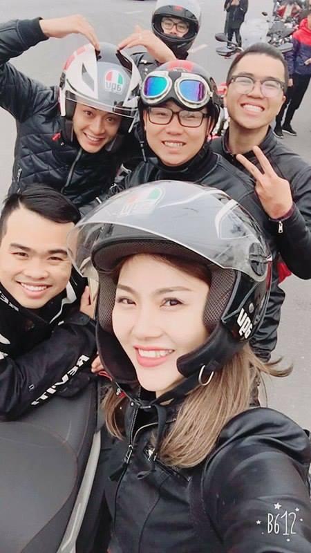 """Cô gái đẹp gây sốt giữa 160 mô tô """"khủng"""" diễu hành tưởng nhớ Trần Lập - 1"""