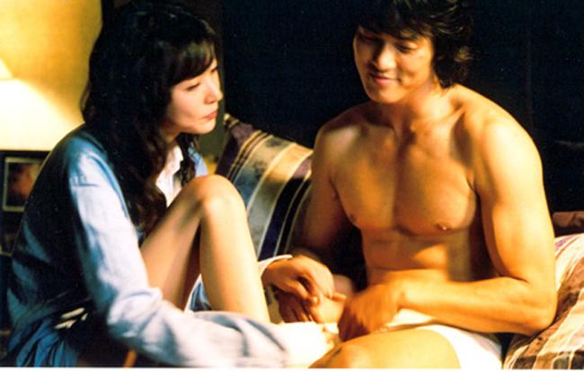 Dù bị chỉ trích vì việc một Á hậu đi đóng phim có cảnh nóng nhưng Sung Hyun Ah vẫn tiếp tục nhận lời cho các tác phẩm cấm trẻ em khác.