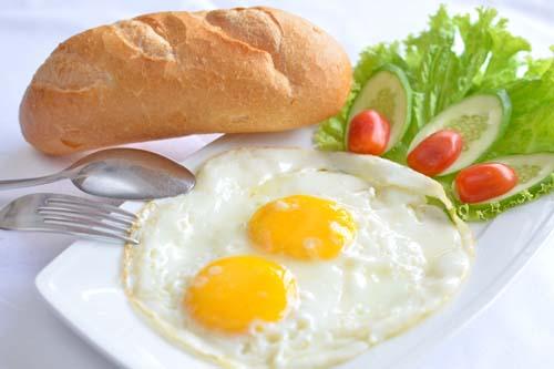 """Báo Mỹ: Bữa sáng người Hà Nội """"đắt đỏ"""" bậc nhất thế giới - 1"""