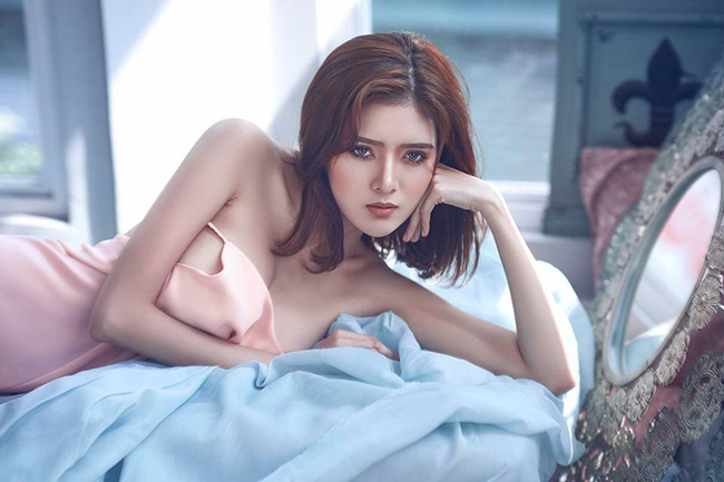Lilly Luta là hot girl nổi tiếng Sài thành, được biết đến với những bộ ảnh sexy, gợi cảm đến từng minimet.
