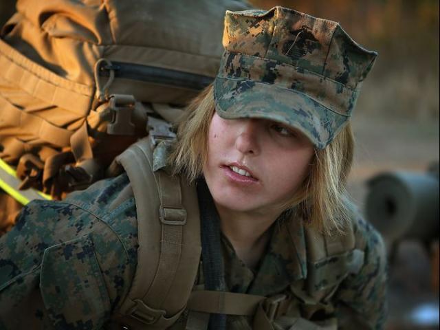 Hàng loạt nữ quân nhân Mỹ lộ ảnh khỏa thân gây chấn động