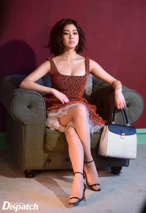 Bạn gái Huyn Bin lộ ảnh hậu trường thời trang bốc lửa - 1