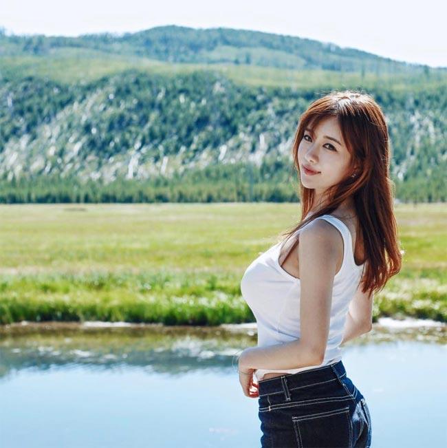 Cô được mệnh danh là hot girl phồn thực xứ Hàn.