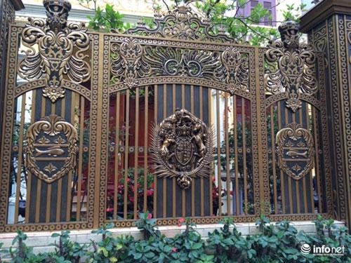 Chiêm ngưỡng cổng biệt thự, tường rào cầu kỳ của các đại gia HN - 11
