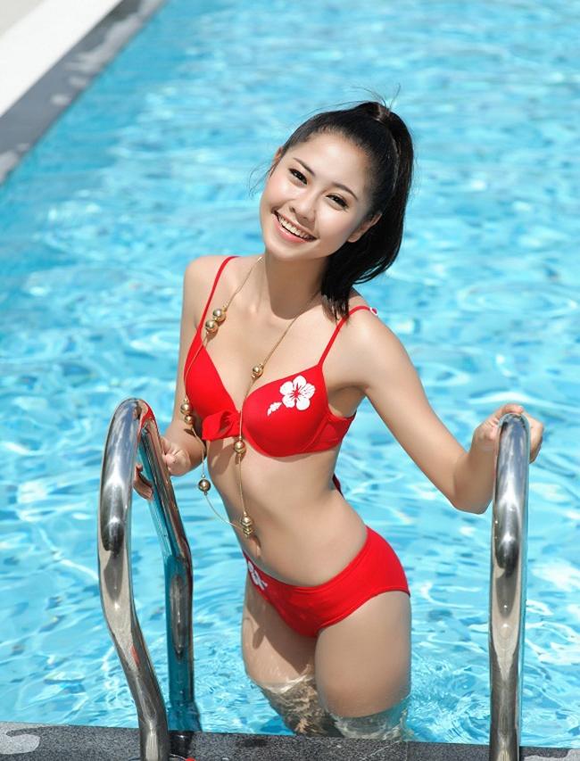 Tường Vy sinh năm 1989 tại TP.HCM. Cô đã có hơn 10 năm diễn xuất và xuất hiện trong nhiều bộ phim truyền hình được khán giả yêu mến.