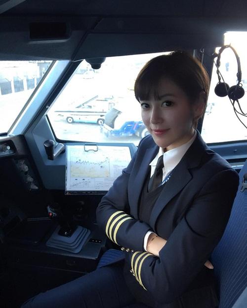 Đây là nữ phi công xinh đẹp, chân dài nhất Trung Quốc - 1
