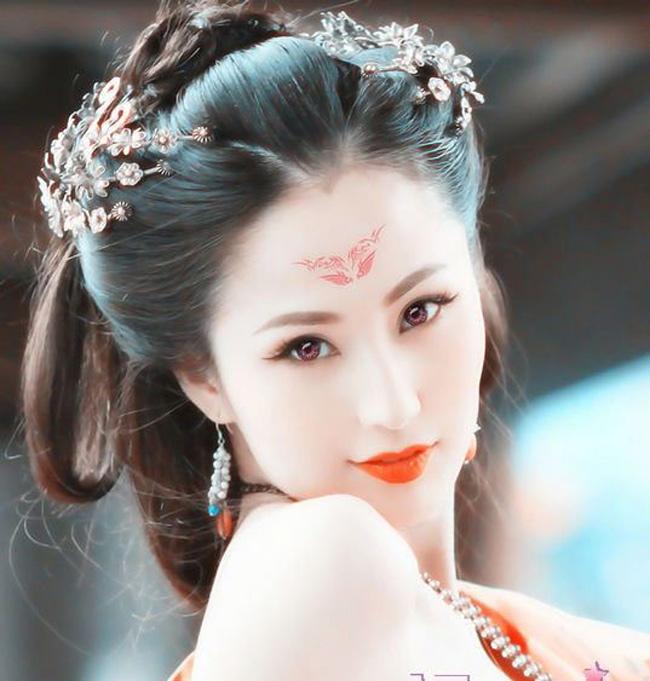 Nữ diễn viên Lam Yến được biết đến qua vai nữ chính phimNhục Bồ Đoàn - bộ phim cấp ba Hong Kong đầu tiên thực hiện theo công nghệ 3D.