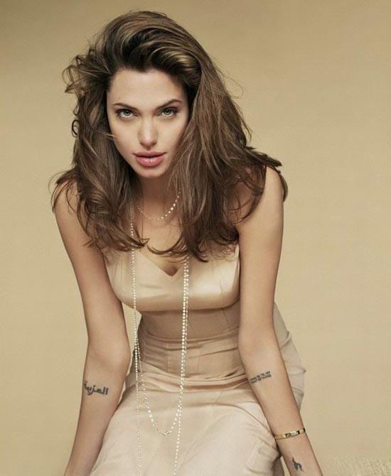 Angelina Jolie xăm hình lạ giữ hôn nhân vẫn mất chồng - 9