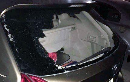 Trộm tài tình, đập kính ô tô mà không gây tiếng động - 1