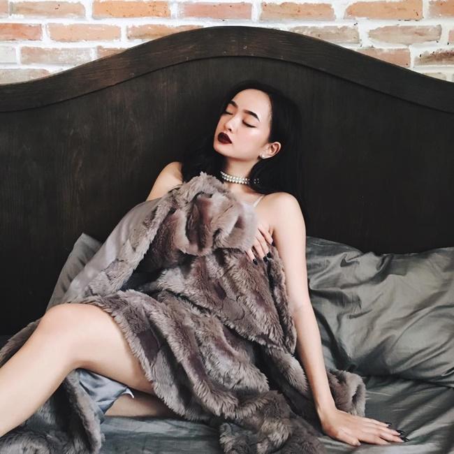 Mới 17 tuổi nhưng Kaity Nguyễn đã rất táo bạo với những bộ ảnh gợi cảm.